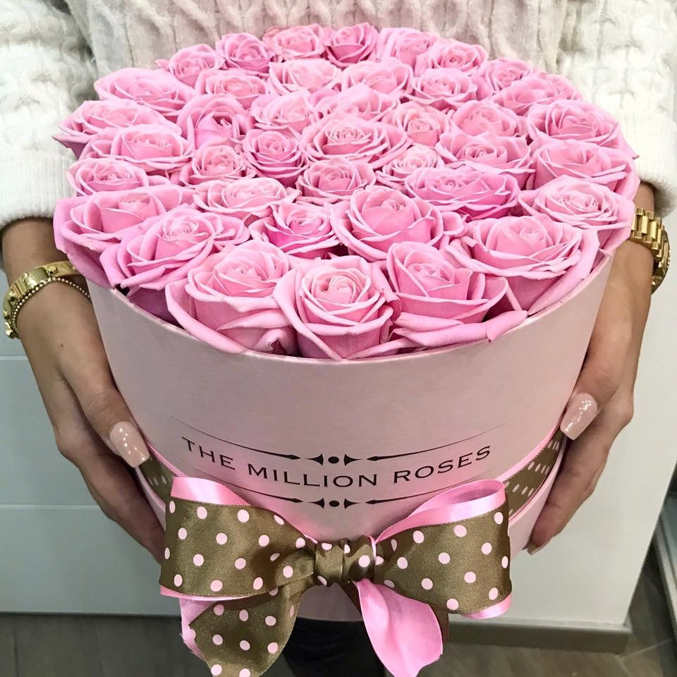 Medium - Pink Roses - White Box - The Million Roses Slovakia
