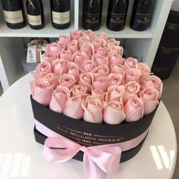 The Million Love Heart -  Pink Roses - Black Box