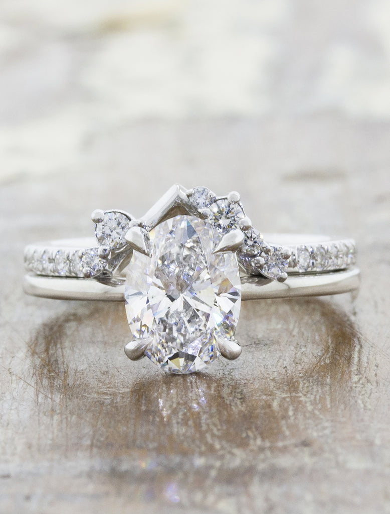 Intricate Wedding Ring with Round Diamond Clusters