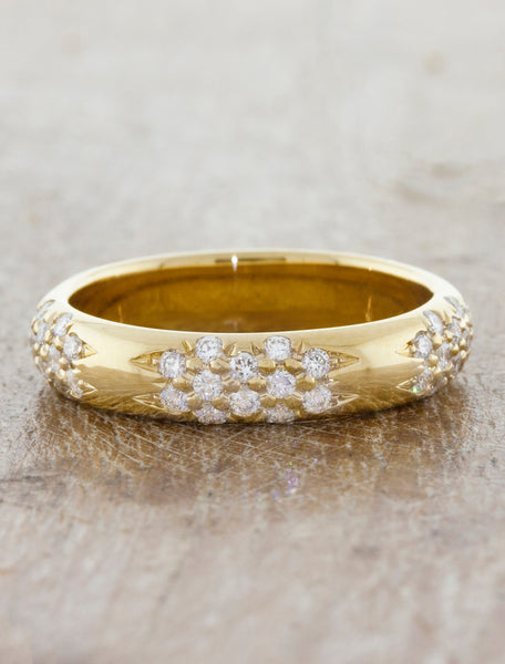 floral pattern diamond embedded wedding band yellow gold