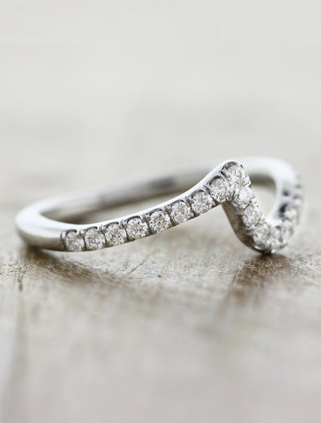 "contoured ""zig zag"" diamond wedding ring"