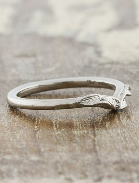 v-shaped leaf wedding band