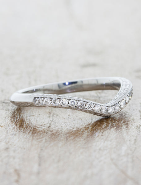 Vintage Inspired V-Shaped Hand Engraved Wedding Ring with Diamonds