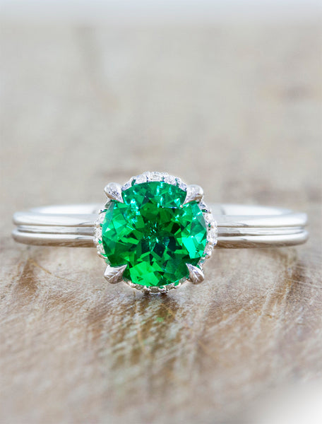 Nature inspired solitaire double band;caption:1.00ct. Round Emerald Platinum