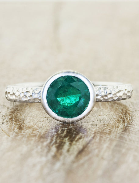 bezel set round emerald ring in hammered band
