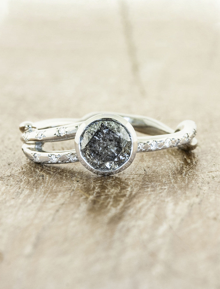 caption:0.93ct Grey Round Rough Diamond 14K White Gold