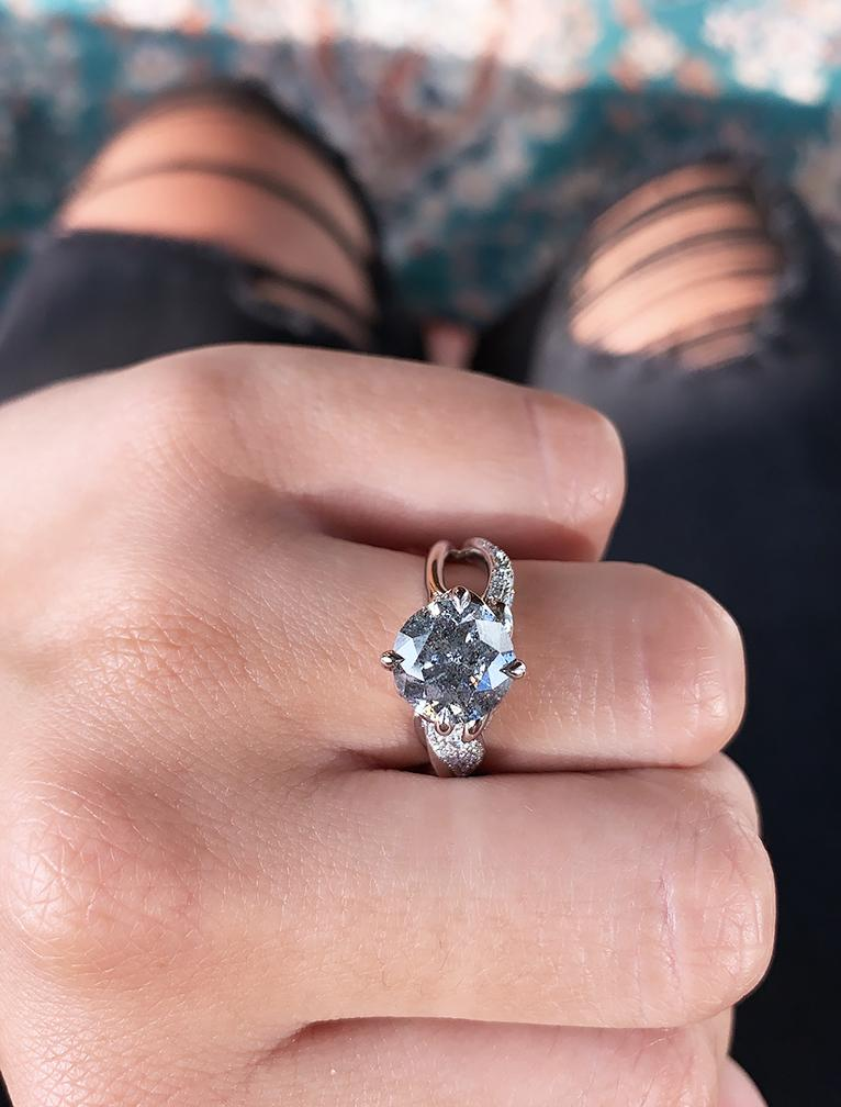 caption:Shown with an 1.5ct center grey diamond