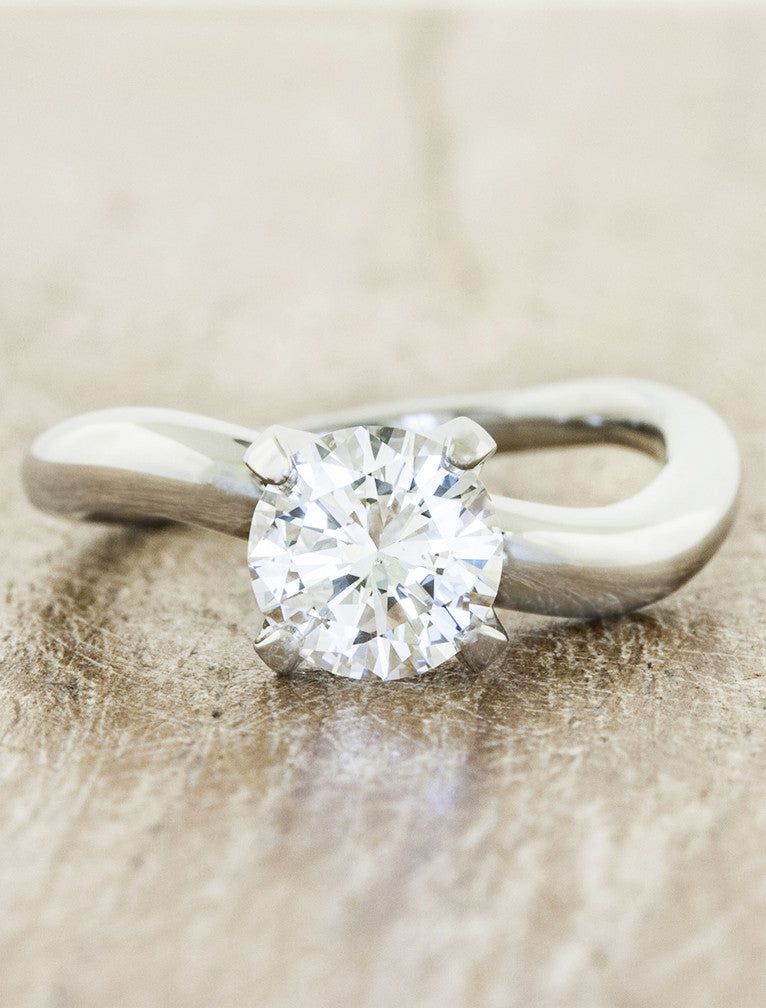 Modern solitaire;caption:1.00ct. Round Diamond Platinum