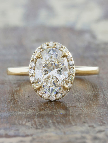 Stunning Oval Halo Diamond Engagement Ring