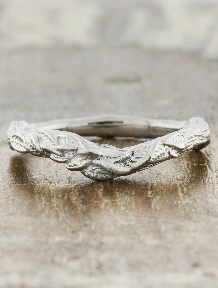 contoured, layered leaf design weding ring