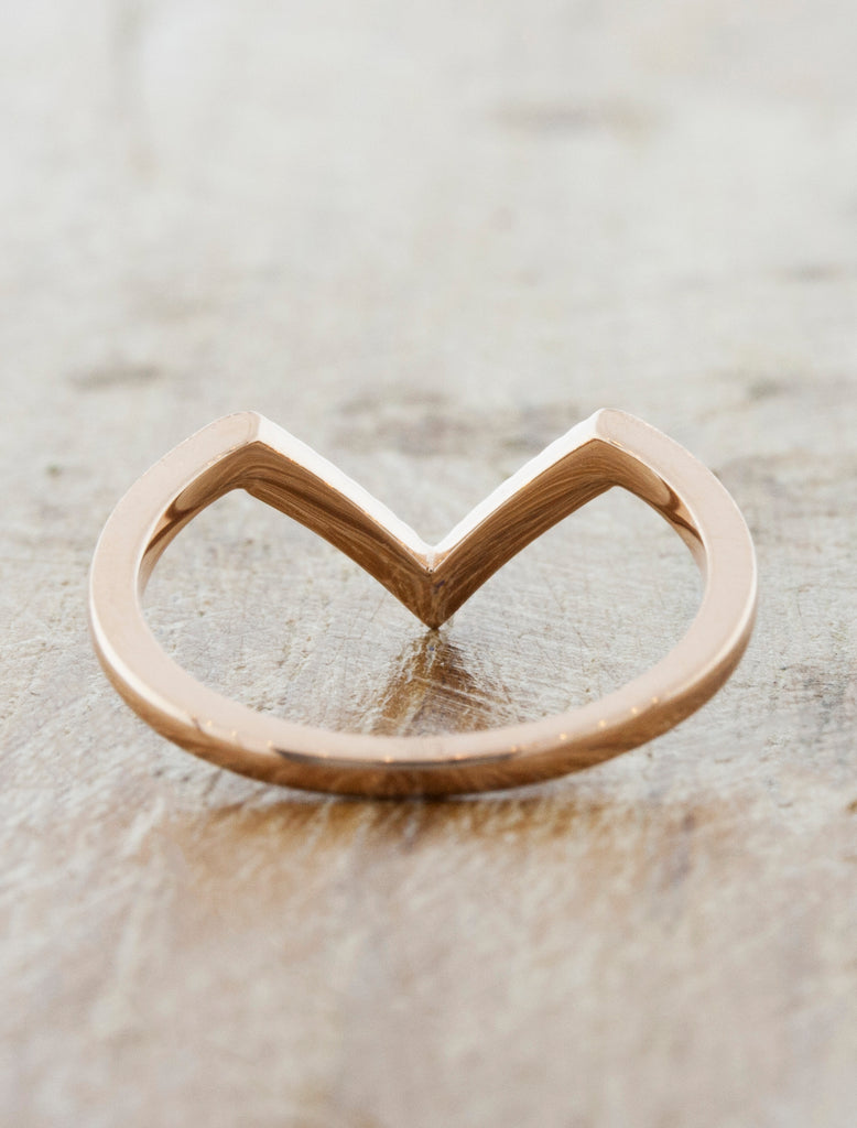 V - shaped wedding rings