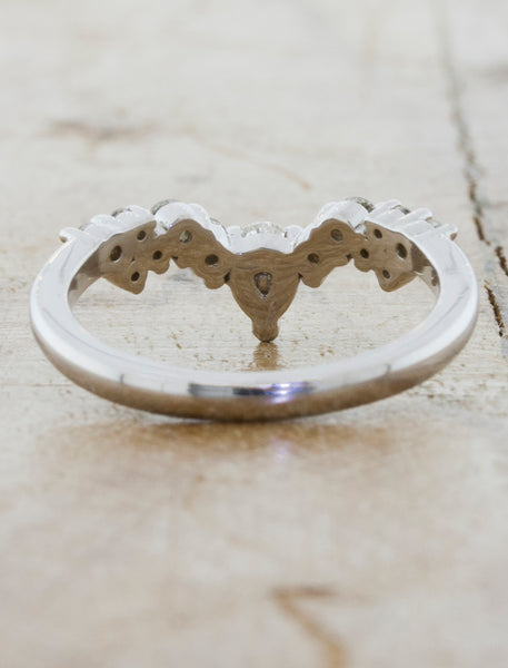 Vintage Inspired Tiara wedding band