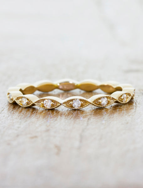 intricate diamond studded wavy gold wedding band