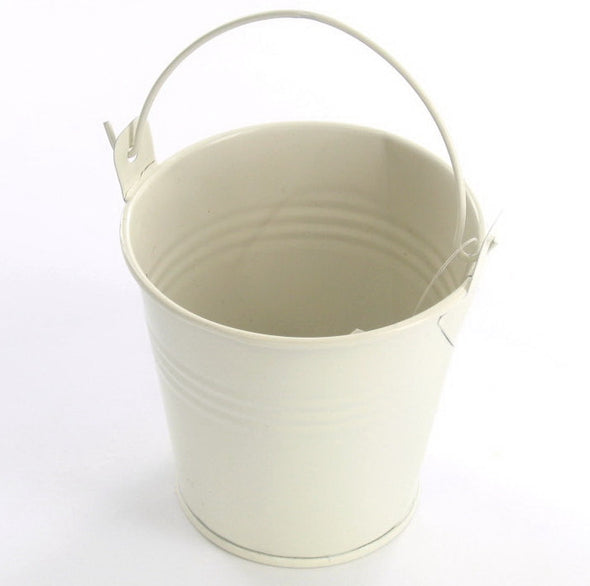 Bucket-whiote_R7GSPRS799VY.jpg