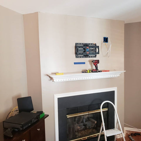 tv wall mount on the wall