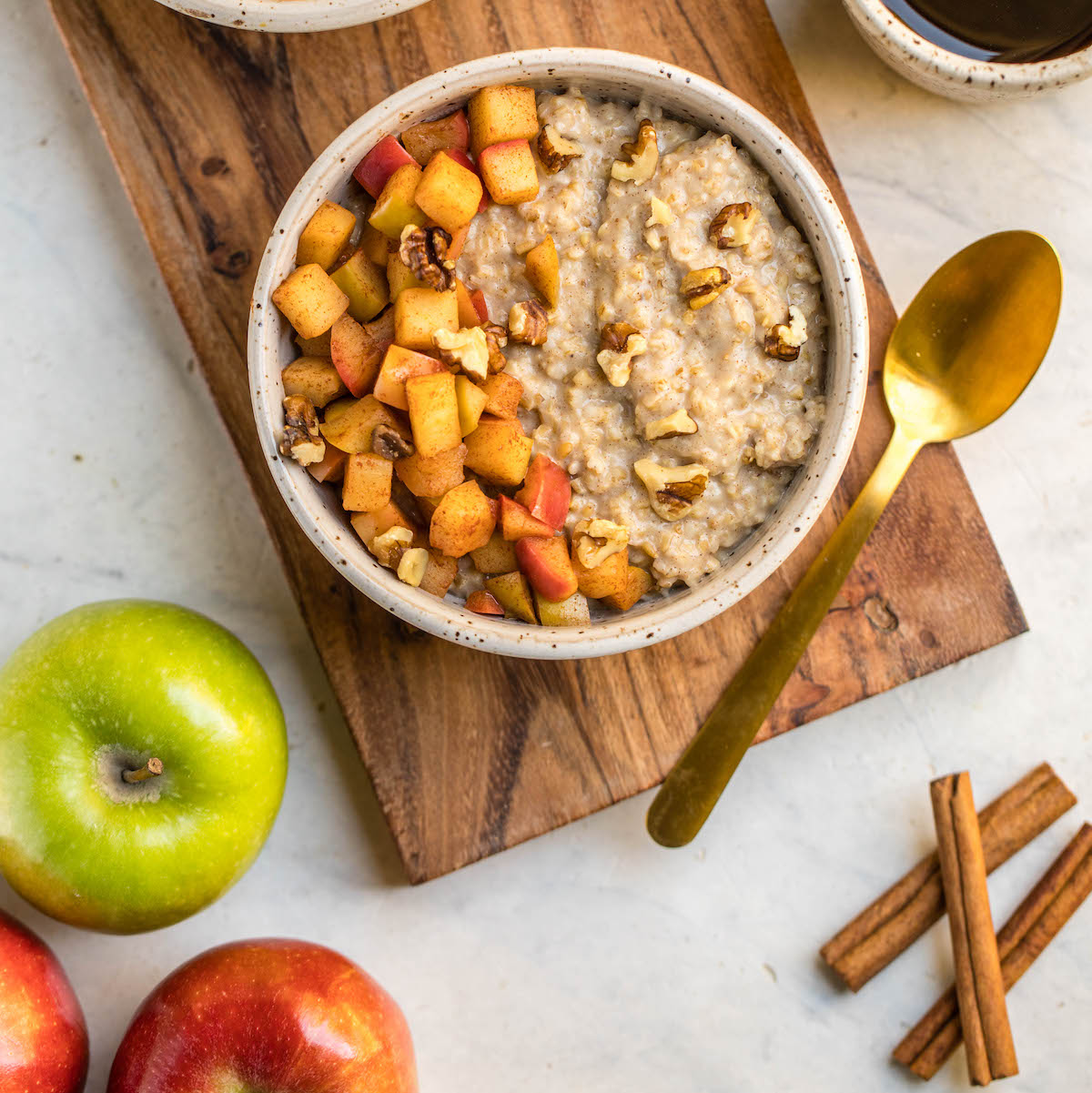 CINNAMON BAKED APPLE OVERNIGHT OATS | REFŪL