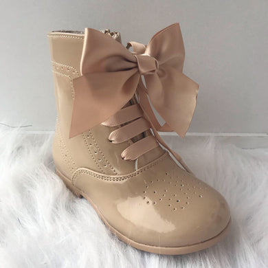 SAND BOW LEATHER BOOTS
