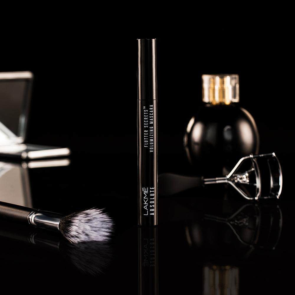 Lakmé Absolute Flutter Secrets Volumizing Mascara - Black