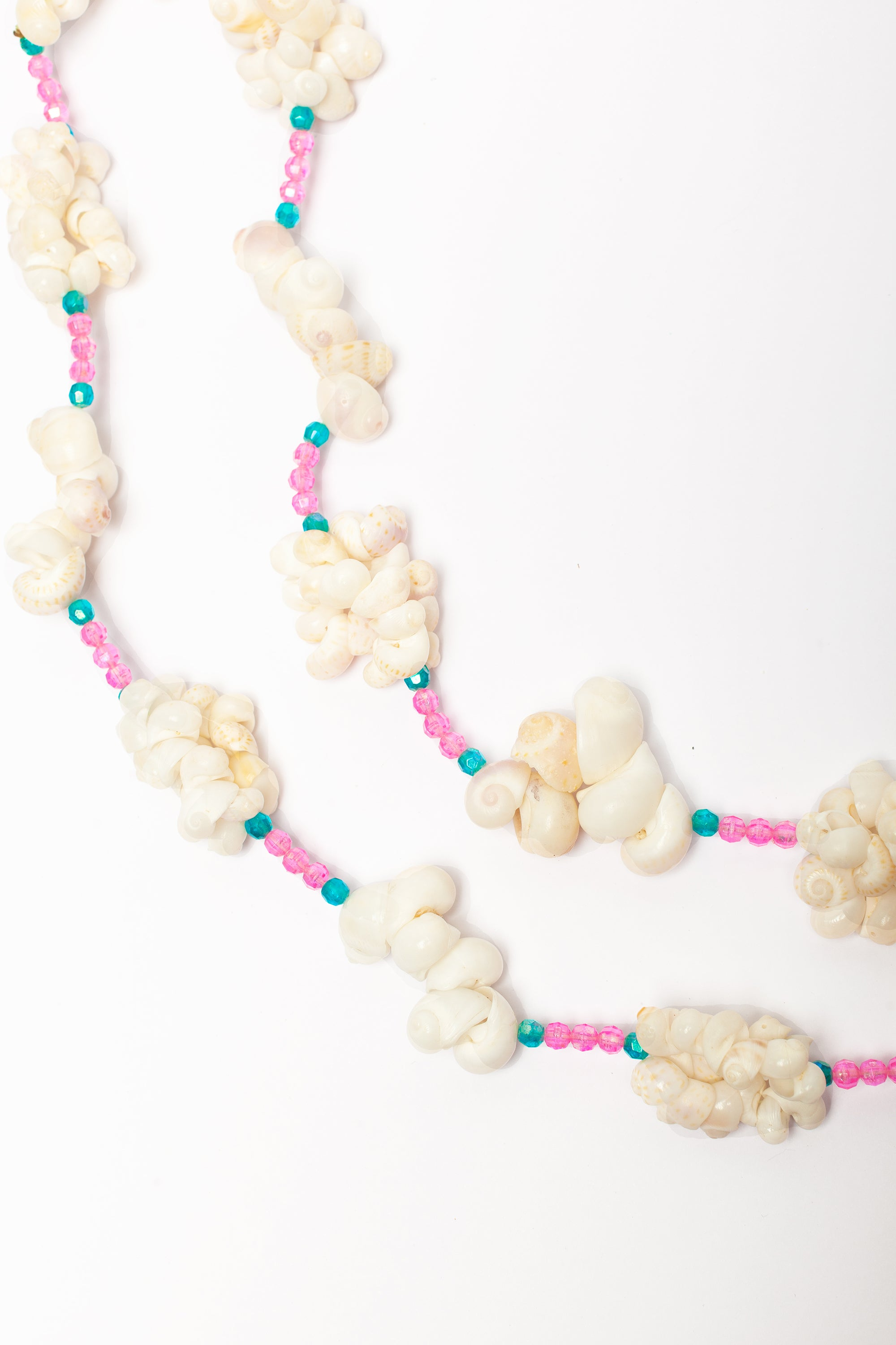 Vintage <br> 60's shell necklace with pink beads