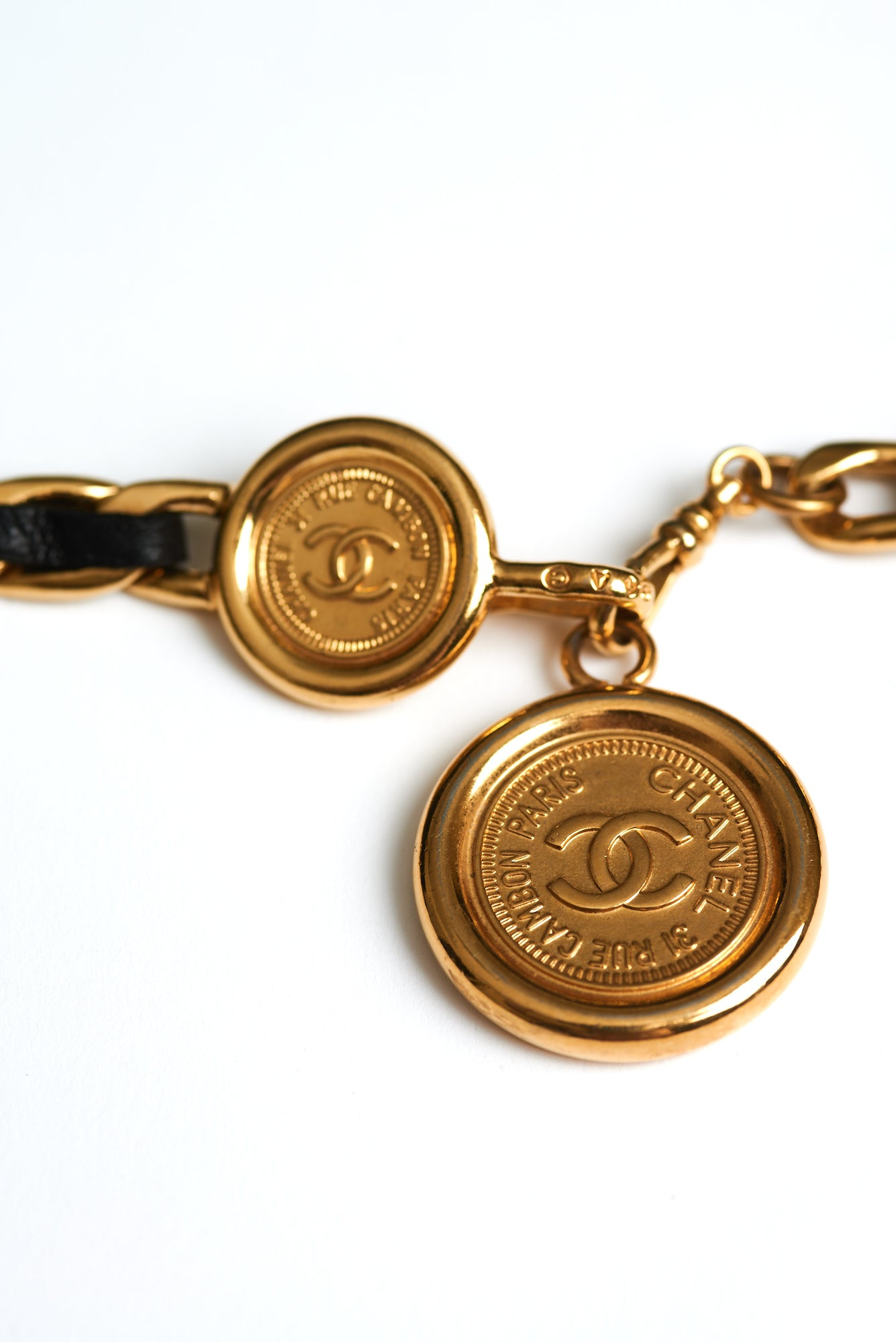 Chanel <br> F/W 1994 woven leather chain belt with removable CC logo medallion pendant