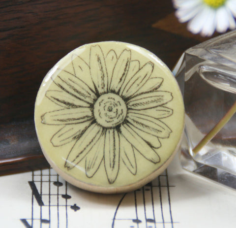 Cottage Garden Draughts Piece Brooch -  Daisy