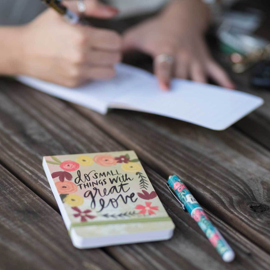 With 136 lined pages and elastic band closure, our Do Small Things With Great Love Pocket Notepad features fun floral artwork and inspiring message from artist, Katie Doucette.