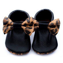 Load image into Gallery viewer, Leopard Bow Mocs