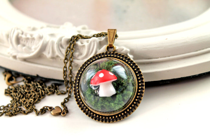 Necklace, dainty woodland mushroom in moss, cute, kawaii, lolita, red green, forest, fairy,fairytale