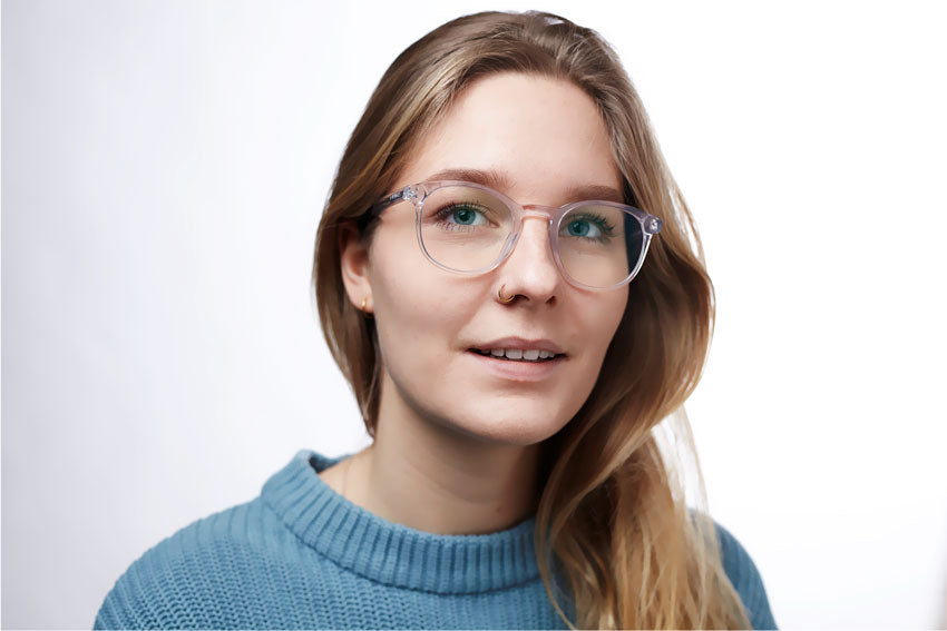 Anna Beerends wearing LUMES Danvers blue light blocking computer glasses, color transparent