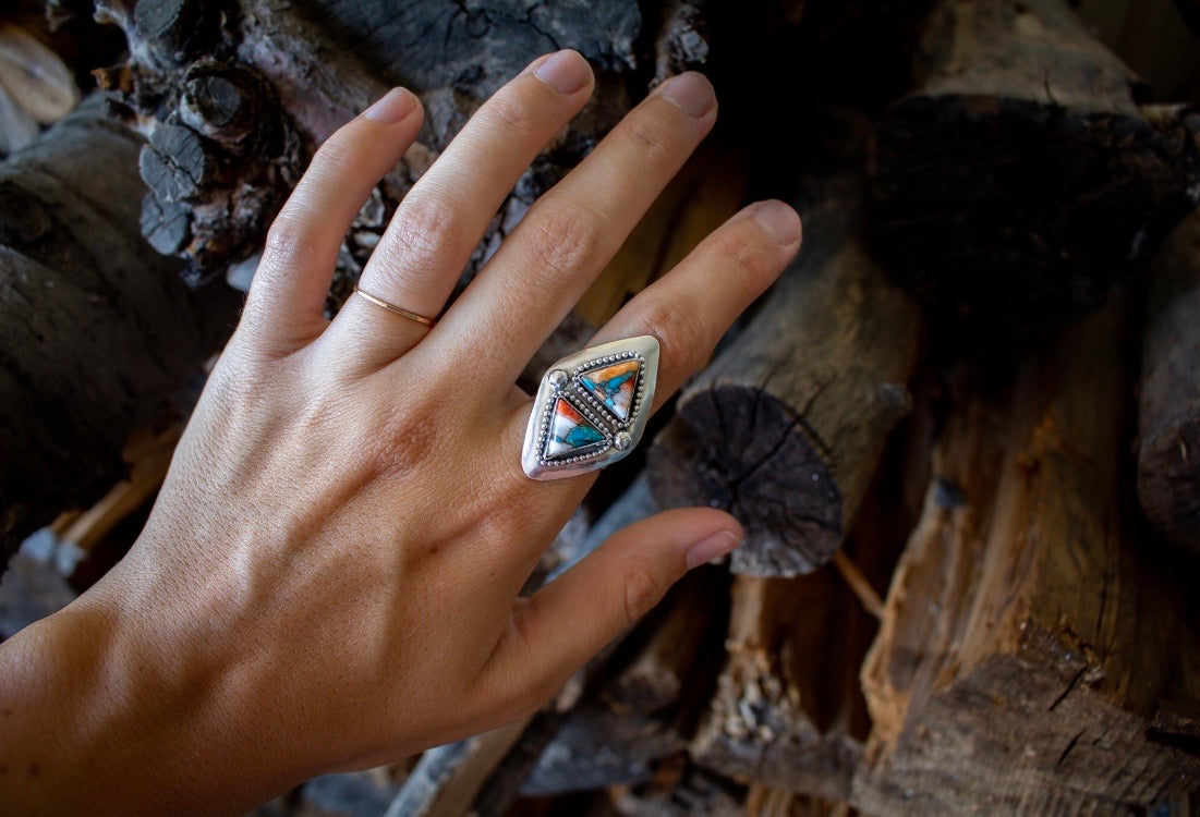 Spiny Oyster Turquoise Ring - Size 8