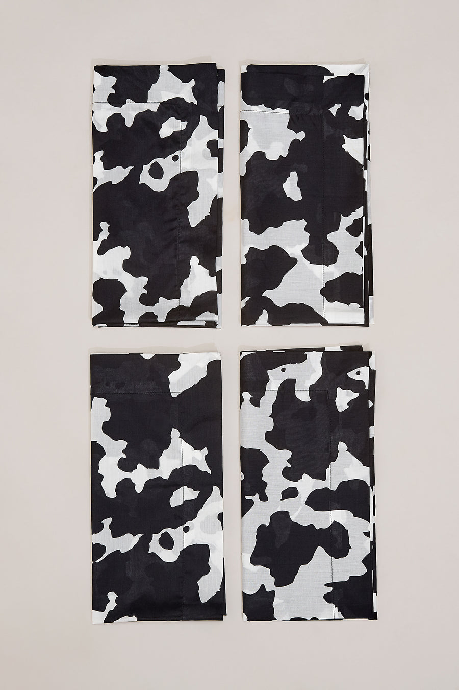 CaSa Napkin Set (4) in Black and White Cow