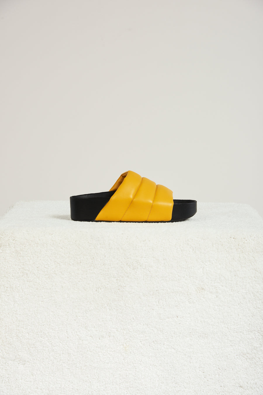 VEGAN LEATHER Dip Slide in Banana
