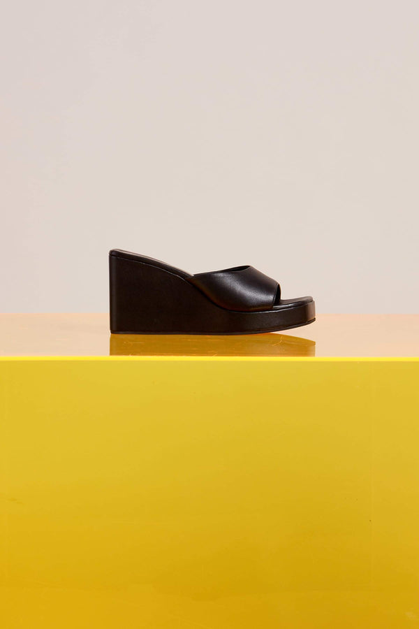 Level Wedge in Black