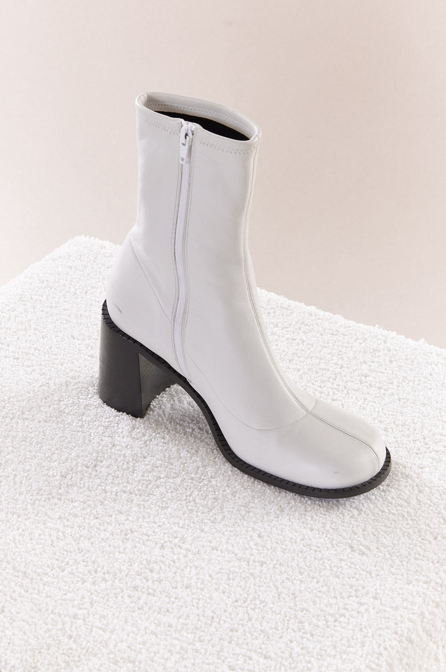 Low Mojo Boot in White
