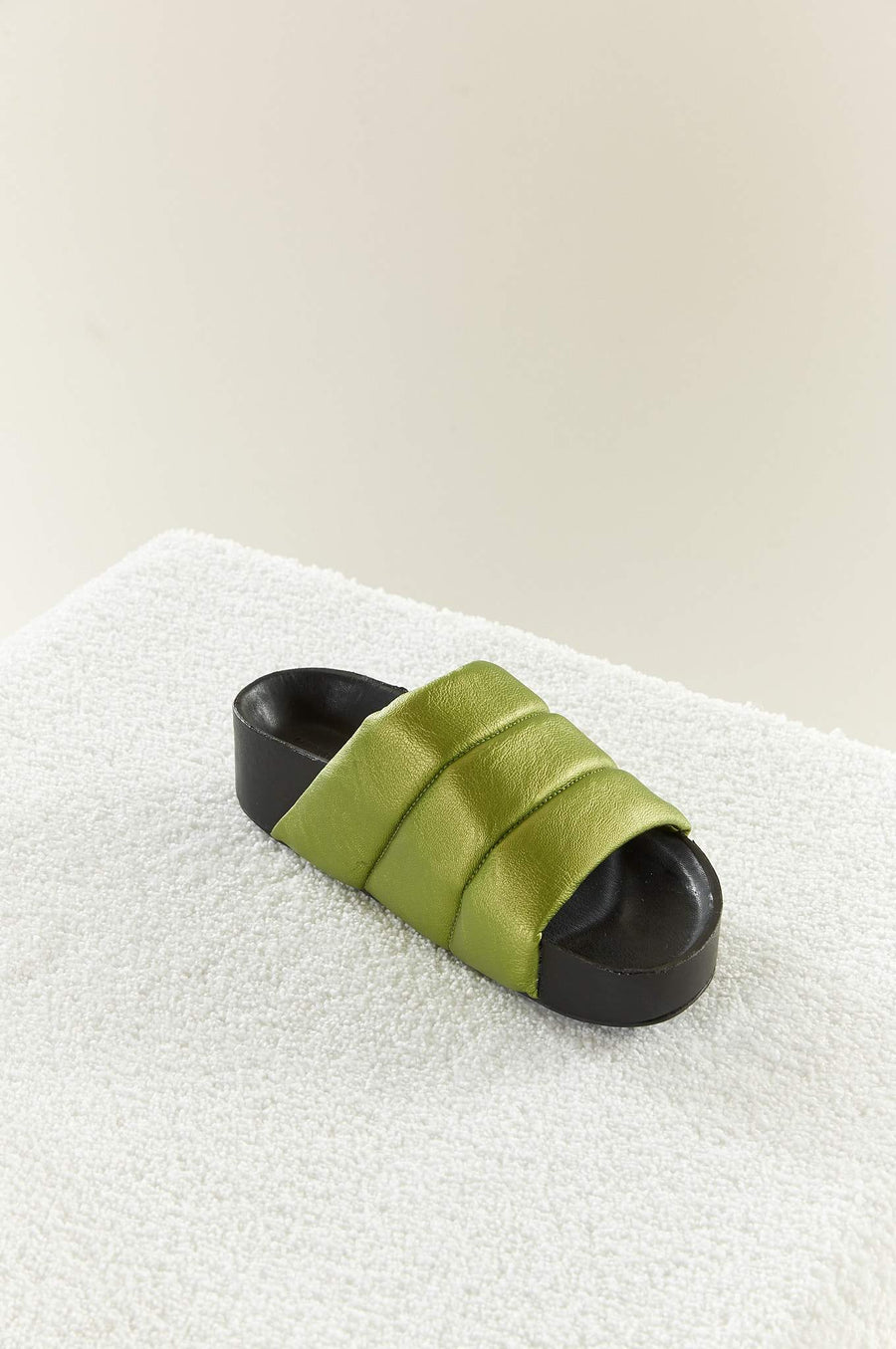 VEGAN LEATHER Dip Slide in Citron