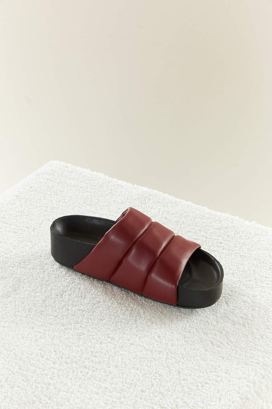 VEGAN LEATHER Dip Slide in Burgundy