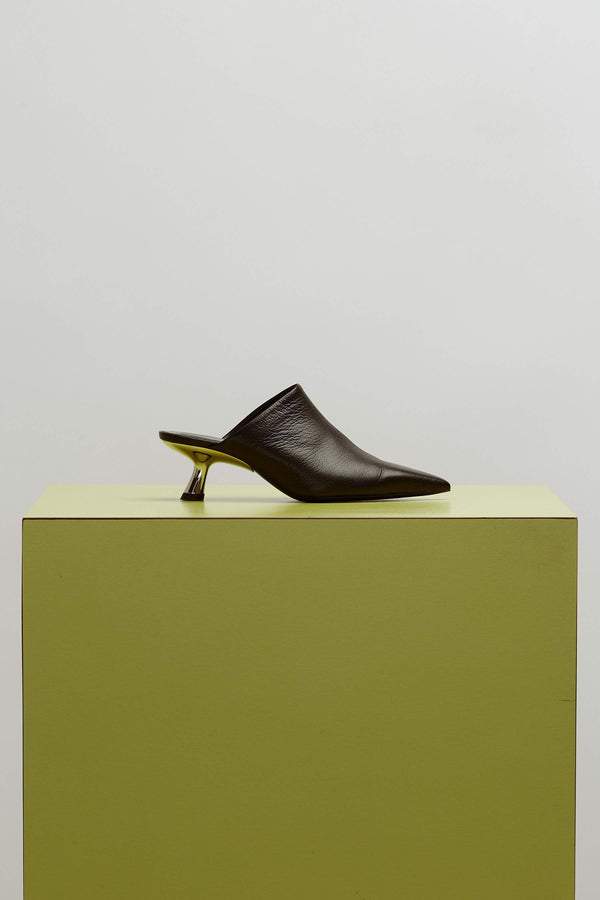 F112 Kicker Tee Heel Mule in Black