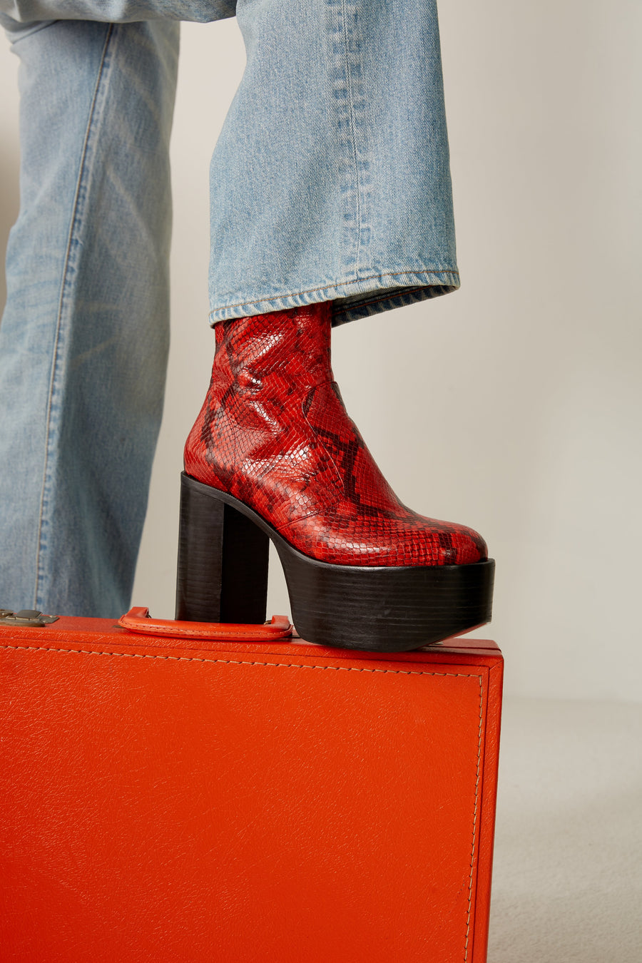 High Raid Boot in Tango Red