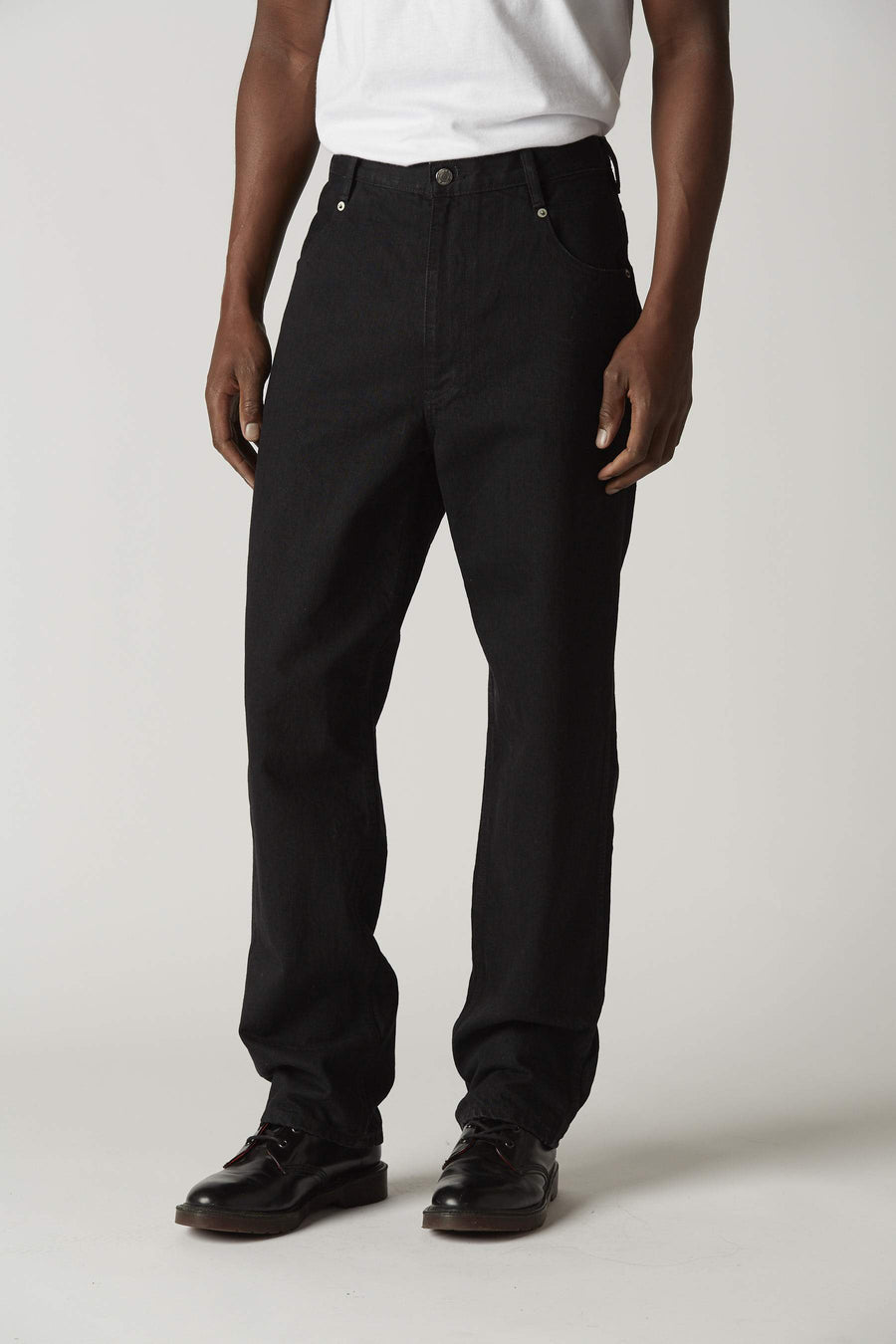 M009 in Black Rinse Wash 1