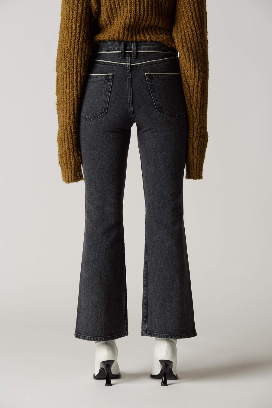 W011 Jean in Mid Black Wash Piping