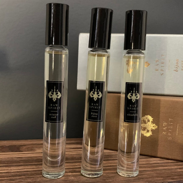 Enjoy both clean and fresh and rich and warm scents with our Men's Rollerball Trio. Our most popular scents for men, Bijou Vert, Citadelle, and Winter Oak, come together in this limited-edition collection to give you the best of both worlds.