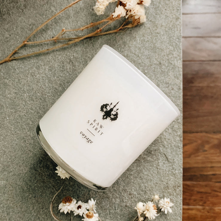 Ylang-ylang creates sweet, floral nuances combined with the creamy, woodiness of sandalwood and mysterious spice. Voyage blends sandalwood, spice, and ylang-ylang for an intricate, exotic scent that fills your space with the excitement from unexpected travel.