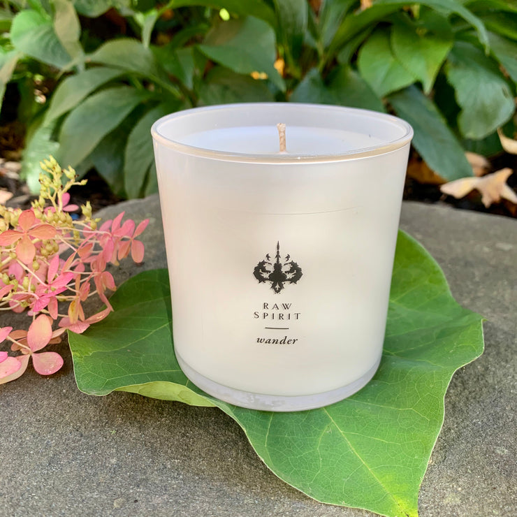Rose, lavender, and jasmine come together, refreshed by a burst of Bergamot, to recreate whimsical days in the garden. Wander combines fresh energy and relaxing florals to perfectly capture the enchantment of a secret garden.
