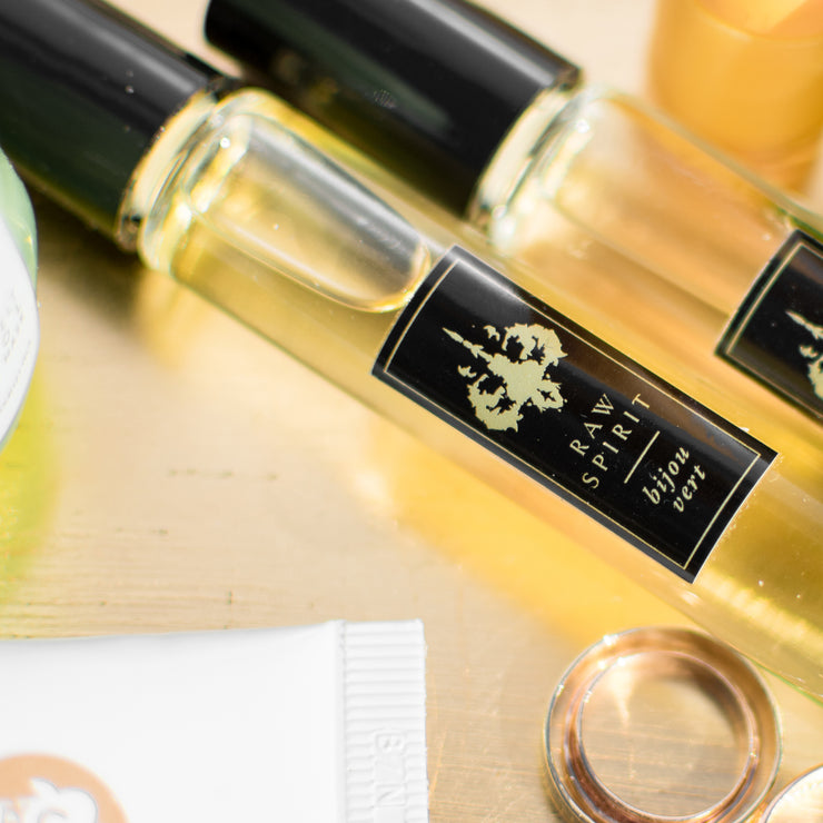 Online Exclusive! Our Fresh Perfume Rollerball Trio includes three of our bestselling bright, refreshing perfumes – Bijou Vert, Citadelle, and Summer Rain - in a limited-edition collection at a special price. This set makes a wonderful gift for someone who prefers energizing, fresh unisex perfumes.