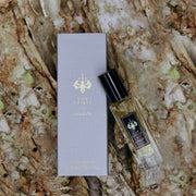 Raw Spirit Citadelle unisex perfume is a fresh, clean, modern interpretation of a classic vetiver fragrance, blending premium Haitian vetiver, marigold, pear, bergamot, lemon, cinnamon, nutmeg, amberwood, musk and cedarwood.