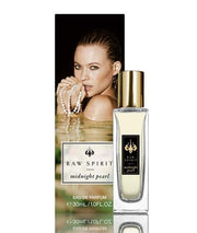 From the Raw Spirit Pearl Collection, Midnight Pearl is a stunning favorite. A sultry, floral fragrance featuring a burst of ocean freshness from our signature ingredient—the essence of real South Sea pearls—mingled with a tropical bouquet of white flowers, tiare and frangipani, that gives way to notes of warm, sensual spices.