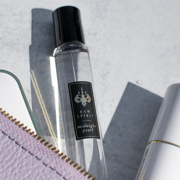 The perfect perfume set for anyone who loves feminine, floral scents.  Available for a limited time, our Floral Rollerball Set includes one Desert Blush 7.5ml rollerball and one Midnight Pearl 7.5ml rollerball.