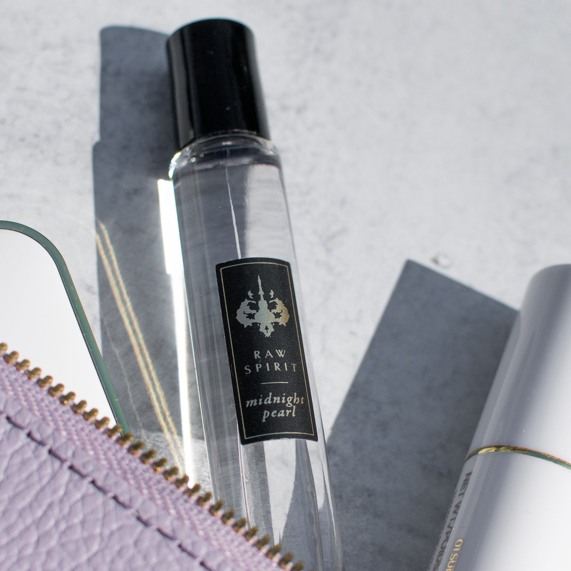 Raw Spirit Midnight Pearl perfume is a floral fragrance with notes of gardenia, Frangipanni, Ylang Ylang, Coconut, Clove, Cinnamon, and the real essence of Pearl.