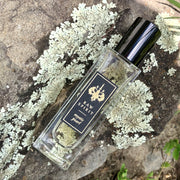 Raw Spirit Mystic Pearl perfume is a re­freshing scent, mingling a heady mix of white flowers, jasmine and frangipani, with a hint of coconut and the tropical spices cinnamon and clove.