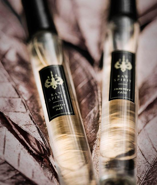 Raw Spirit Discover USA - Unisex Perfume Rollerball Set. A study of the seasons from coast to coast, our Discover USA Rollerball Set is the perfect gift for men and women who are not afraid of standing out from the crowd and are seeking an updated unique signature scent.